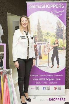 Nuestra personal shopper al inicio del showroom de la tienda De Cielo. Con ella aprenderás muchos trucos de moda para mejorar tu estilo personal. www.palmashoppers.com