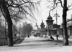 In 1855 werd in de Rotterdam, bij de Kruiskade, een tuin ingericht voor fazanten en watervogels. De vogeltuin,eigendom van spoorwegbeambten F. van der Valk en G.M. van den Bergh. Op 18 mei 1857 werd de Rotterdamsche Diergaarde geopend. De eerste directeur was de beroemde dompteur Henri Martin. Op 15 september werd de 'Vereniging Rotterdamsche Diergaarde' opgericht. Alleen leden van de vereniging, vooraanstaande burgers, mochten de dierentuin bezoeken.