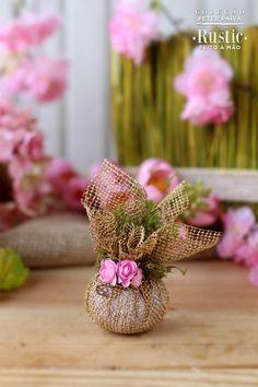 Sachê aromático. O perfume traz 30% Hortênsia, 30% Primavera, 30% Cascas e Folhas e 10% Aloe Vera.