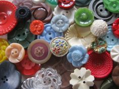 SWEET VINTAGE FLOWER BUTTONS JEWELLERY CRAFTS BOUQUETS 50 pcs.