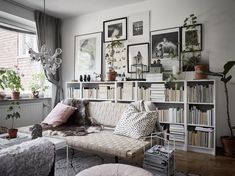 Home Design Decor, Interior Design Inspiration, House Design, Living Room Modern, Living Room Decor, Billy Ikea, Studio Decor, Living Room Shelves, Studio Apartment Decorating