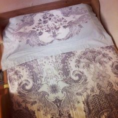 I used this double bed fitted bed sheet to wrap my single bed hahaa