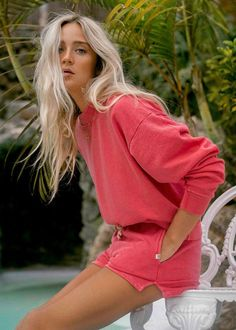 Made from french terry for an all-season weight, the women's sweatshirt adds a wider rib band at the neck and dropped shoulder.Boxy, cropped length fit. Dropped shoulder.Billabong patch on chest.Pigment garment dye.80% Cotton, 20% PolyesterModel is wearing a size M. Coast Shorts, Orange Ombre, Billabong Women, Surf Wear, Crew Sweatshirts, White Tees, Striped Tee, Her Style, French Terry