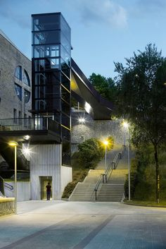Glass elevator and steel bridge by Vaumm connect two neighbourhoods in a Spanish town Stair Elevator, Elevator Design, Glass Elevator, Facade Design, Exterior Design, Landscape Stairs, Landscape And Urbanism, Landscape Structure, Glass Lift