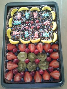 pizza au chocolat fruit et bonbon Acai Bowl, Fruit, Breakfast, Food, Chocolate Pizza, Candy, Meal, The Fruit, Eten