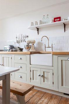 Cottage-inspired kitchen with undermount farmhouse sink + beveled subway tile backsplash