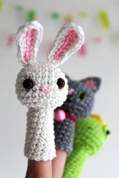 finger puppet family : a crochet pattern by Kirsten from Haakmaarraak.nl