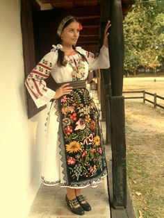 Traditional Costumes from Central Banat-sub ethnographic Deta and Ciacova, Romania Folk Clothing, Historical Clothing, Traditional Fashion, Traditional Dresses, Folklore, Popular Costumes, Costumes Around The World, Art Populaire, Folk Costume