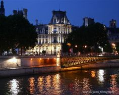 The Hôtel de Ville, Paris ~ Paris Through My Lens: Tombée de la nuit ~ Photo by Virginia Jones.