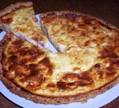 Delicious as a cold lunch with a side salad or warm with garlic bread or homemade soup Bacon Quiche, Cheese Quiche, Bbc Good Food Recipes, Milk Recipes, Quiche Recipe With Milk, Potato Crust Recipe, Runners Food, Quiche Recipes, Quiche Ideas
