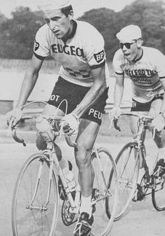 Tom Simpson out of the saddle.