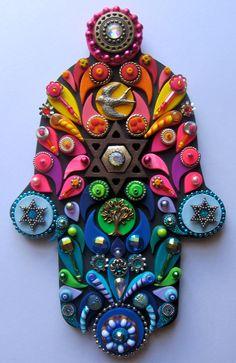 He encontrado este interesante anuncio de Etsy en https://www.etsy.com/es/listing/196252318/judaica-art-embellished-hamsa-jewish