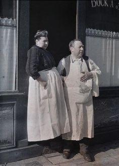 Monsieur et Madame Gauthier, restaurateurs à Reims  Description :  Titre série : Autochromes de la guerre 1914-1918, département de la Marne  Auteur :  Castelnau Paul (1880-1944)Opérateur de l'armée/Zola
