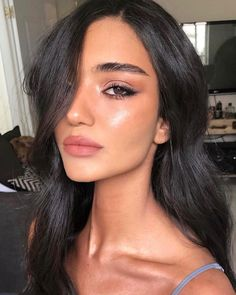 49 Easy Natural Makeup Look - Make Up Eye Makeup Glitter, Nude Makeup, Glowy Makeup, Cat Eye Makeup, Eyeliner Makeup, Black Eyeliner, Drugstore Makeup, Natural Makeup Looks, Simple Makeup