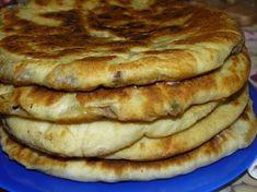 """""""Hicin"""" este o rețetă tradițională a bucătăriei caucaziene și reprezintă niște plăcințele din aluat subțire, umplute cu multă carne și verdeață sau cartofi cu brânză. Pe vremuri, acestă rețetă se considera cea mai onorabilă, iar invitația la o cină cu această mâncare, reprezenta un semn de respect deosebit al gazdei față de musafiri. Încercați și … Bread Recipes, Cooking Recipes, Baking Bad, Russian Dishes, Food Wishes, Just Bake, Romanian Food, Snacks, Special Recipes"""