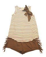 ... con un estilo muy trendy nos propone camiseta marinera con lazo y mini  short con flecos. Más moda niñas en www.yosolito.es y www.yosolito.es tienda cfff928ccba3