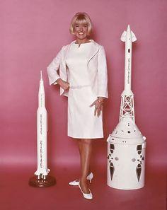 Doris Day (Jennifer Nelson) en la comedia The glass bottom boat, 1966. Vestuario de Ray Aghayan