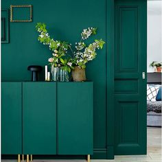 Inspiration to take the plunge into the dark walls trend. 60 Lovely Interior Design That Always Look Fantastic – Inspiration to take the plunge into the dark walls trend. Ikea Design, Verde Greenery, Color Of The Year 2017, Diy Home Decor, Room Decor, Dark Walls, Dark Green Walls, Gray Green, Mint Green