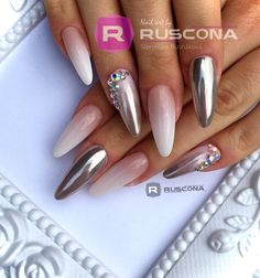 Babyboomer s Chrome Materiál RUSCONA ANGEL White EXCLUSIVE French Gel Pigment : Magic Mirror Silver Modelácia : Profi Bond Haftgel, Unique Builder, Camouflage Atacama, Extreme High Gloss Gel #ruscona#nails#nailporn#nailswag#nailstagram#nailworld#nailpromote#nailstyle#nailshop#nailsdid#nailsdone#babyboomer#babyboomernails#ombrenails#weddingnails#luxurynails#amazingnails#nailstagram#manicure#gelnails