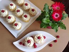 Vanilkové cupcakes s citronovým mascarpone Mini Cupcakes, Cheesecake, Food And Drink, Recipes, Dessert Ideas, Yum Yum, Advent, Blog, Mascarpone