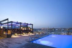 The Sky Bar at Grand Hotel Central lures guests to soak-up the city's lovely Mediterranean vibe with great music, delicious ice cold Mojitos, a stylish infinity pool and gorgeous vistas of Barcelona cityscape. Barcelona Hotels, Barcelona Rooftop Bar, Barcelona Trip, Infinity Pools, Hotel W, Grand Hotel, Rooftop Restaurant, Rooftop Terrace, Barcelona Spain