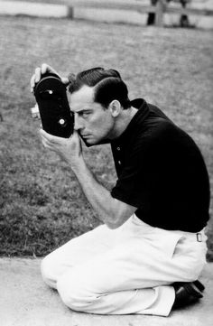 Buster Keaton with a camera, 1931 Golden Age Of Hollywood, Classic Hollywood, Old Hollywood, Hollywood Images, American Comics, American Actors, Buster Keaton, Physical Comedy, Vintage Poster