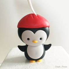 Cute Penguin Christmas Cake Decorations, Chocolate Decorations, Diy Christmas Ornaments, Penguin Cake Toppers, Penguin Cakes, Biscuit, Edible Glue, Cake Topper Tutorial, Polymer Clay Christmas