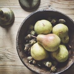 Pears and hazelnuts on my kitchen table ⇢♡