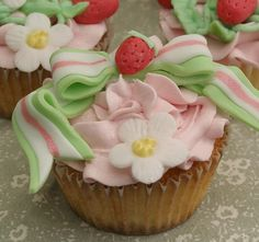 strawberry shortcake cupcake!