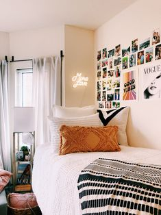 42 brilliant dorm room decor ideas with small space hacks 9 Boho Dorm Room, Cool Dorm Rooms, Dorm Room Themes, Pink Dorm Rooms, Dorm Room Styles, Dorm Room Bedding, Girl Bedding, Decoration Inspiration, Room Inspiration