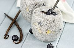 10 Fun Ways To Eat Chia Seeds! I love chia seeds used to create a pudding. It's like instant pudding, but healthy. Great new ideas here. Chia Pudding, Protein Pudding, Protein Pancakes, Chocolate Pudding, Healthy Snacks, Healthy Eating, Healthy Recipes, Raw Recipes, Dessert Recipes