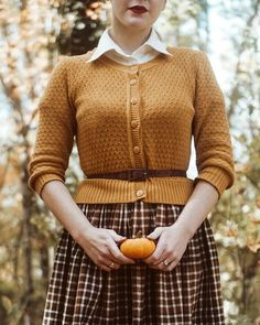 Love this outfit! Vintage Inspired Fashion, 1940s Fashion, Vintage Fashion, Retro Mode, Mode Vintage, Vintage Wardrobe, New Wardrobe, Pretty Outfits, Cute Outfits