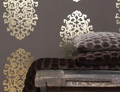 pretty on just one wall ! Metallic Wallpaper, Grey Wallpaper, Wallpaper Decor, Modern Wallpaper, Wall Candy, Feature Wallpaper, Home Decor Trends, Luxury Living, My Dream Home