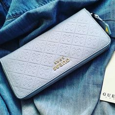 The luxe life 💎💎💎 Discover more by clicking the link in our bio (📷: Denim Handbags, Purses And Handbags, Leather Handbags, Leather Wallet, Wallets For Girls, Luxe Life, Wallets For Women Leather, Pocket Wallet, Wholesale Handbags