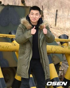 #BIGBANG #Daesung joined the army training camp in Hwachun Gangwon-do this Tuesday March 13 the day after Taeyang Taeyangs training camp in Hwachun is pretty close to Cheorwon where #GDragon and #Taeyangs camps are. #Seungri also planning to join military this year so with him joining we won't be able to see them till 2020 Oppa come back before we know it We love you. we'll be waiting for you Be back safe and healthy. Till then let's Flower Road & enjoy their music listen…