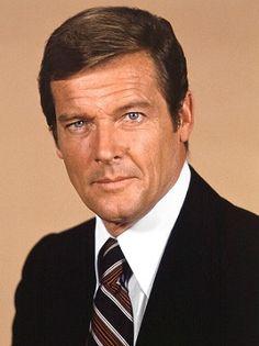 Sir Roger George Moore, KBE (nacido en Londres el 14 de octubre de 1927), es un actor de cine y televisión británico. Moore es más conoci...