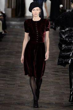 Простое платье с короткими рукавами