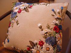 Подушки декоративные с вышивкой лентами