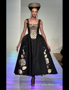 #runway  #art #dress#photography #JenkasFashion #couture #Russian #Luzhina #kokoshnik #renaissance #newyerkcouturefashionweek