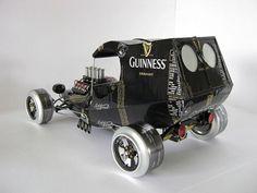Artist Uses Aluminum Cans to Make Miniature Cars - Photo - TechEBlog