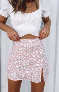 Get Summer ready in the Laura Skirt Pink Print! This cute piece styles perfectly with a white crop and sneakers for a relaxed Summer look. Pink floral mini skirt Fitted design Invisible back zip Slit on the thigh Linen-like material Unlined outfits Teen Fashion Outfits, Girly Outfits, Mode Outfits, Cute Summer Outfits, Look Fashion, Spring Outfits, Trendy Outfits, Cute Outfits With Skirts, Cute Skirts