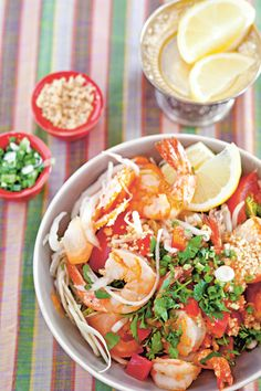 Salade de chou aux crevettes (Gnoam pakang tchrougn)