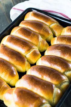 Sempre quisemos fazer um pão de leite que ficasse igual ao da padaria e não conseguíamos - até fazer esta receita. E ficaram melhores que os da padaria!
