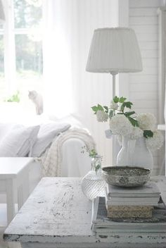 The home of shabby chic decor Interior, White Cottage, White Decor, Chic Home, Chic Decor, Home Decor, White Interior, White Rooms, Shabby Chic Homes