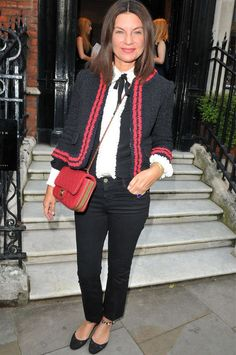How to Dress Your Age Over 50 Womens Fashion, Fashion Over 50, Paris Fashion, Fashion Women, Women's Fashion, Stylish Older Women, Walk In Wardrobe, Advanced Style, Classic Outfits