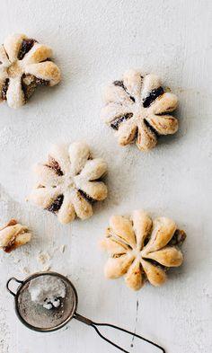 Lumihiutaletortut | Meillä kotona Christmas Treats, Christmas Baking, Keks Dessert, Finnish Recipes, A Food, Food And Drink, Xmas Desserts, Sweet And Salty, Sweet Recipes