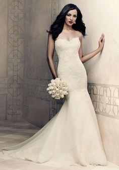 Strapless lace tunic bodice with scalloped sweetheart neckline   Paloma Blanca   https://www.theknot.com/fashion/4358-paloma-blanca-wedding-dress