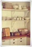 Madame Petite - Lantlig Inredning - Styling - Foto: Köket... bara små glimtar...
