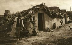 Album fascinant captat in Romania acum 82 de ani - CYD. Vernacular Architecture, Vintage Farm, Dark Ages, Farm Life, Farm House, Old Photos, 1, Traditional, History