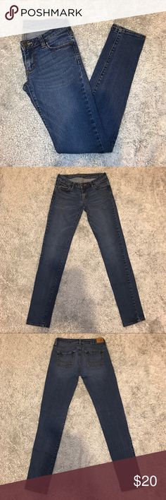 Bullhead Denim Co. Low Rise Skinny Jeans Medium wash jeans from Bullhead! Only worn a few times- they're in perfect condition, there is no fading or wear on the front or back, just on the label inside the waistband. They're also more of a skinny straight fit rather than super skinny all the way down to the ankles. These are really nice jeans, only selling because they don't fit me anymore! 99% cotton/ 1% spandex material PacSun Jeans Skinny
